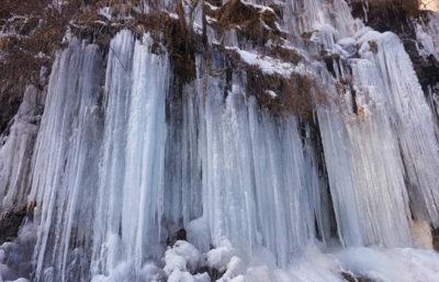手ぶらでスノートレッキング!迫力の氷瀑を見に行こう